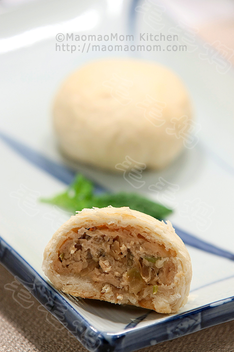 SuZhou-style mooncake with meat filling 榨菜鲜肉月饼