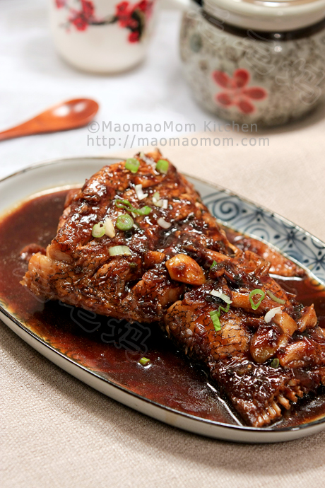 红烧鱼尾 Braised fish in savory soy sauce