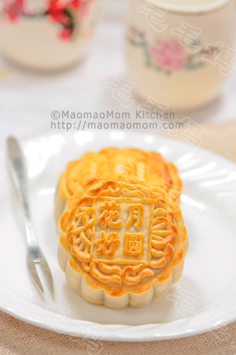 芋蓉广式月饼Cantonese-style Mooncake with Taro filling