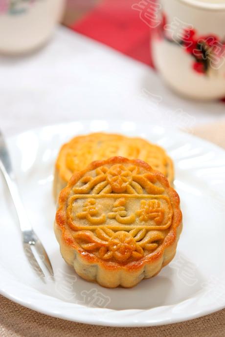 豆沙月饼Cantonese-style Mooncake with Red Bean Filling