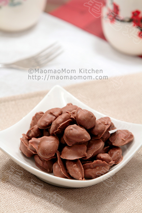 杏仁巧克力Chocolate coated almonds